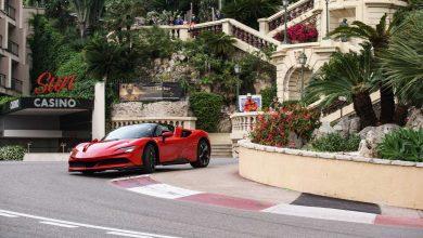 Photo of Ferrari SF90, a Charles Leclerc vozi se ulicama Monaka